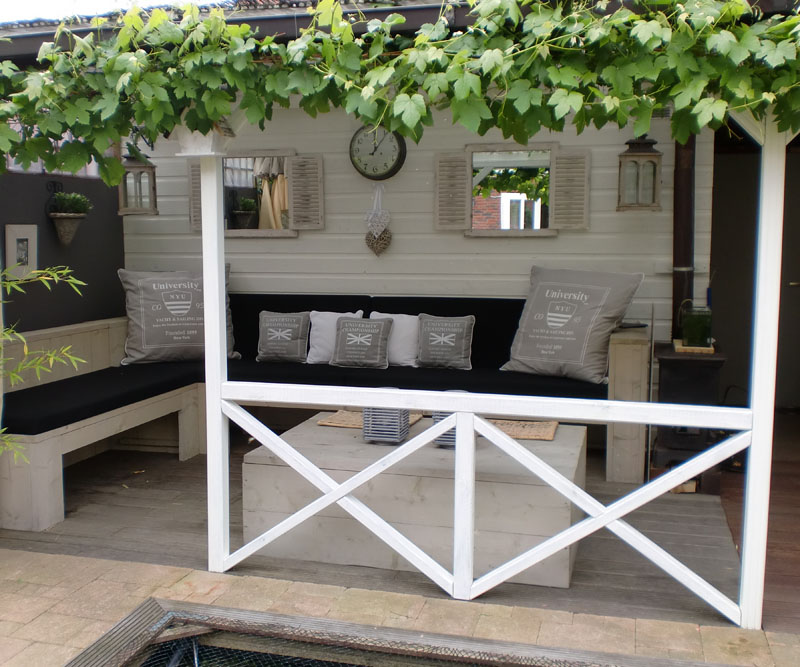 1000 images about schuur en tuin on pinterest gardens swimming pool fountains and horizontal - Hout pergola dekking ...